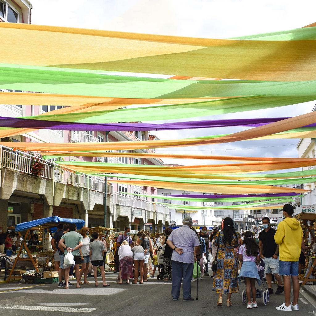 As rúas engalanadas na Feira da Cebola Chata de Miño